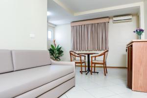 A seating area at Hotel Suárez Campo Bom