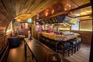 De lounge of bar bij Hotel Elburg