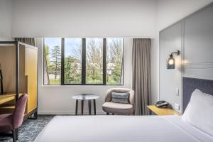 A bed or beds in a room at Chateau On The Park - Christchurch, A Doubletree By Hilton