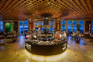 A restaurant or other place to eat at The Fullerton Hotel Singapore (SG Clean, Staycation Approved)