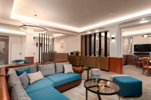 A seating area at Park Hotel