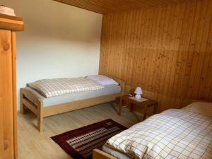 Ein Bett oder Betten in einem Zimmer der Unterkunft Göcers Bauernhaus + Pferdeunterbringung - 2 SZ, 1 WZ, 1 Dusche + WC(max. 4 Pers.)
