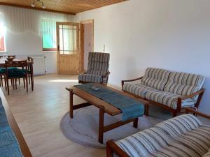 Ein Sitzbereich in der Unterkunft Göcers Bauernhaus + Pferdeunterbringung - 2 SZ, 1 WZ, 1 Dusche + WC(max. 4 Pers.)