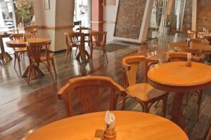 Un restaurant u otro lugar para comer en Hotel Felipe II