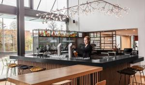 A kitchen or kitchenette at Holiday Inn Munich - Leuchtenbergring