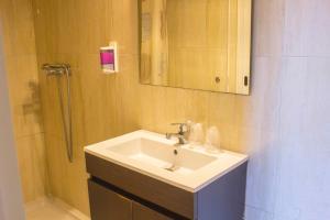 A bathroom at Hotel Estoril Porto