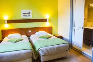 A bed or beds in a room at Hotel Estoril Porto