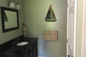 A bathroom at Watkins Glen ranch with lake view