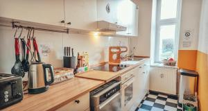 A kitchen or kitchenette at BackpackerBerlin