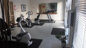 The fitness center and/or fitness facilities at Domitys Les Côteaux de l'Esterel