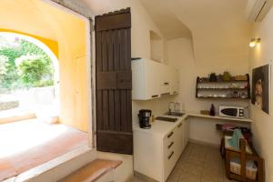A kitchen or kitchenette at B&B Corte delle Muse