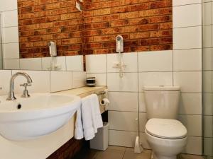 A bathroom at Broadford Sugarloaf Motel