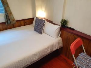 A bed or beds in a room at Kao Mama B&B