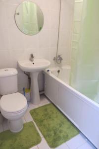 A bathroom at Сдам 1 комнатную квартиру