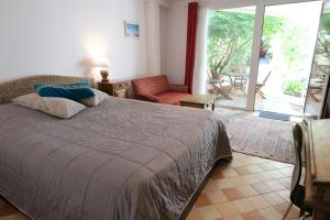 A bed or beds in a room at Le 3 Rue Grande