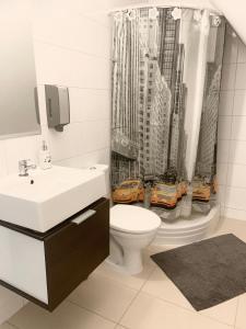 A bathroom at Villa Vincentów