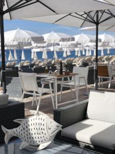 ハイアット リージェンシー ニース パレ ドゥ ラ メディテラネにあるレストランまたは飲食店