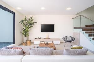 Uma área de estar em Boca Catalina Residences