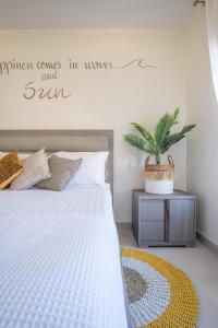 Cama ou camas em um quarto em Boca Catalina Residences
