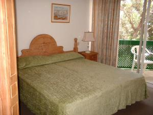 A bed or beds in a room at Hotel Playa Sur Tenerife