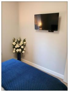 A television and/or entertainment centre at Rent Sopot Mariana Mokwy 20