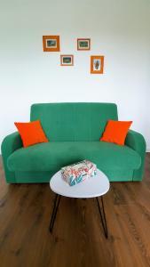 A seating area at Apartament Jeleń