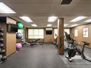 The fitness center and/or fitness facilities at BEST WESTERN PLUS Carlton Plaza Hotel