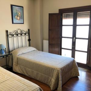 Una cama o camas en una habitación de La casa de Tita Elvira 2