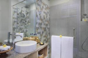 A bathroom at Tapa Tepi Kali Echo Beach