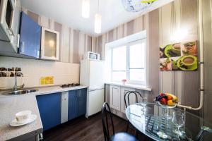 Кухня или мини-кухня в 2-х комнатная квартира на Набережной, у Волги
