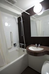 A bathroom at Ueno Touganeya Hotel