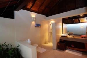 Ванная комната в Ellaidhoo Maldives by Cinnamon