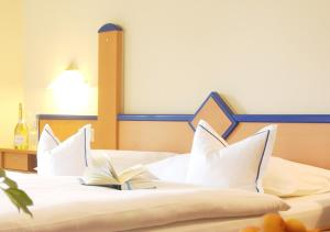 A bed or beds in a room at Hotel Emmaquelle
