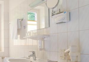 A bathroom at Hotel Emmaquelle
