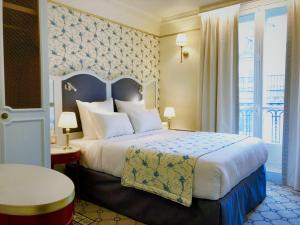 Кровать или кровати в номере Hôtel Mayfair Paris