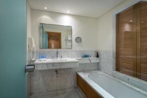 A bathroom at Royal Beach Hotel Eilat by Isrotel Exclusive Collection