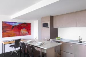 A kitchen or kitchenette at Mantra South Bank Brisbane
