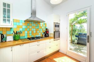 A kitchen or kitchenette at Cotignac-Bellevue