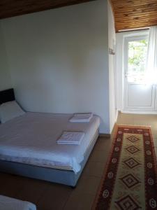 Кровать или кровати в номере Fire Pansiyon