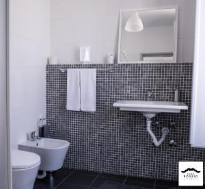 A bathroom at Hostel Rossio Alcobaça