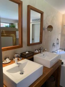 A bathroom at Cannes Villa St Barth