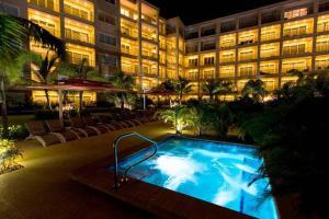 A piscina localizada em LUXURY APARTMENT IN EAGLE BEACH LEVENT ou nos arredores