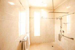 A bathroom at Strath Motel