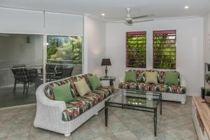 A seating area at Oasis at Palm Cove