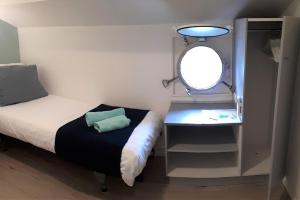 A bed or beds in a room at Rooms on Water