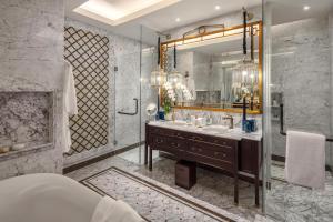 A bathroom at Mia Saigon – Luxury Boutique Hotel