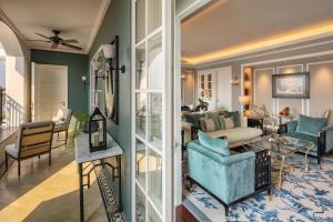A seating area at Mia Saigon – Luxury Boutique Hotel