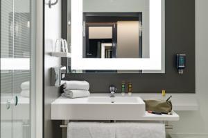 Ein Badezimmer in der Unterkunft Novotel Suites Berlin City Potsdamer Platz