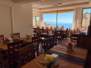 A restaurant or other place to eat at Hotel Soleado