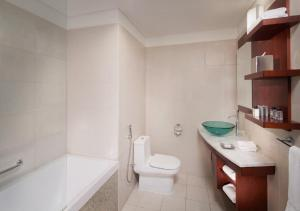 A bathroom at Jumeirah Living World Trade Centre Residence, Suites and Hotel Apartments